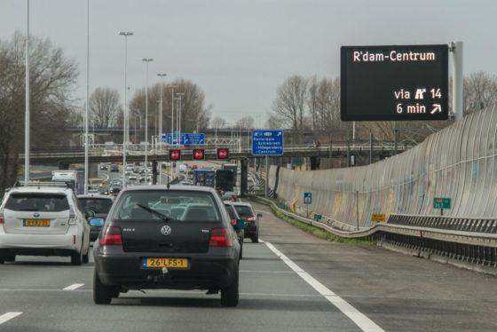 Bredere snelwegen veroorzaken vertraging verderop