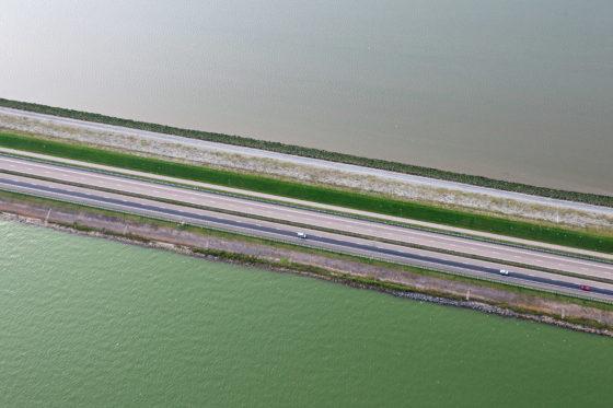 Hoge golven vanaf de Afsluitdijk