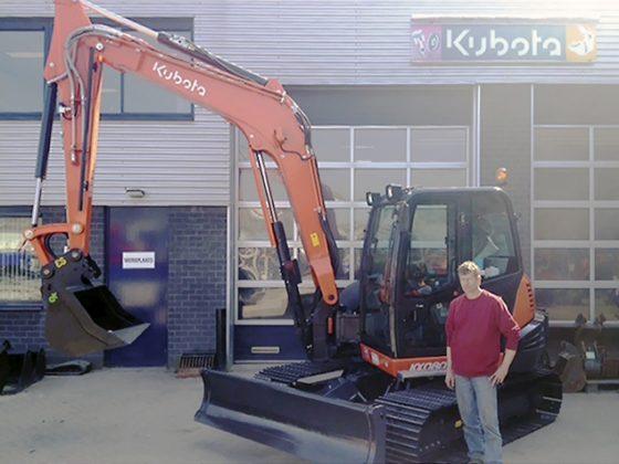 Eerste Kubota KX080-4 draait in Maasland