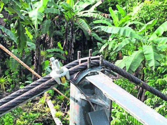 Simpele hangbrug verbindt geïsoleerde dorpen Panama
