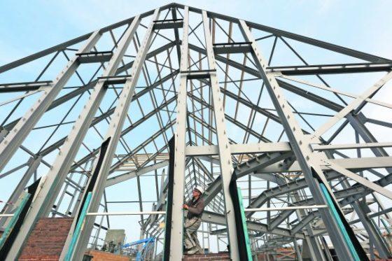 Kerkgebouw op de groei op krappe bouwlocatie
