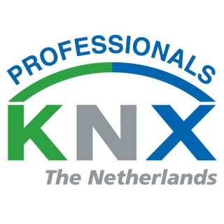 Jury en publiek studeren op inbreng KNX-prijzen