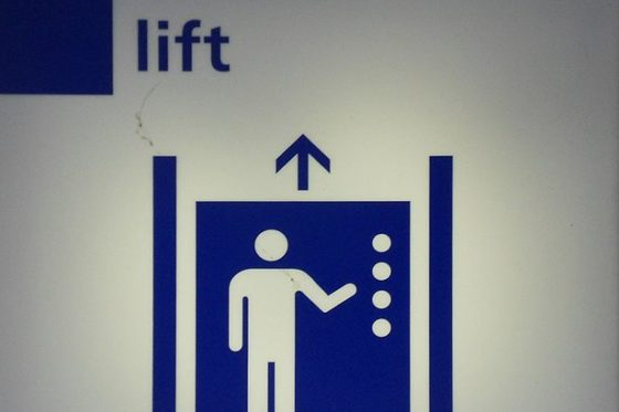 Liftinstituut: 'Installeer liften zo dat ouderen ze kunnen gebruiken bij brand'