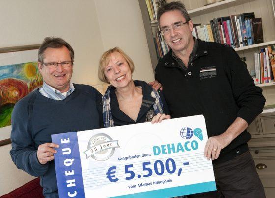 Dehaco viert jubileum met donatie aan Adamas Inloophuis