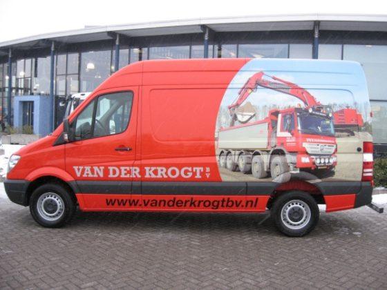 Aannemer Van der Krogt is zichtbaar trots op zijn materieel