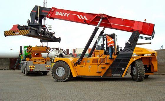 Eerste Sany Reach Stacker draait in Vlissingen-Oost