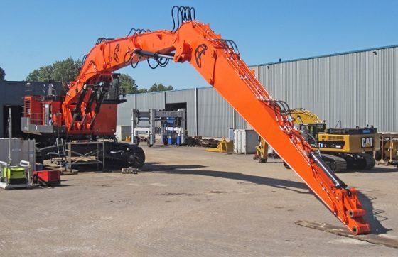 Aangepaste Hitachi EX1900 kan 22 ton op 32 meter hijsen