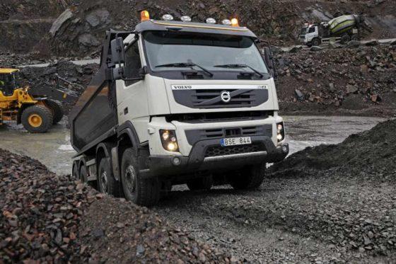 Testrijden met robuuste Volvo FMX-truck