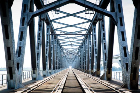 Spoorlassen Moerdijkbrug slijten sneller dan gedacht