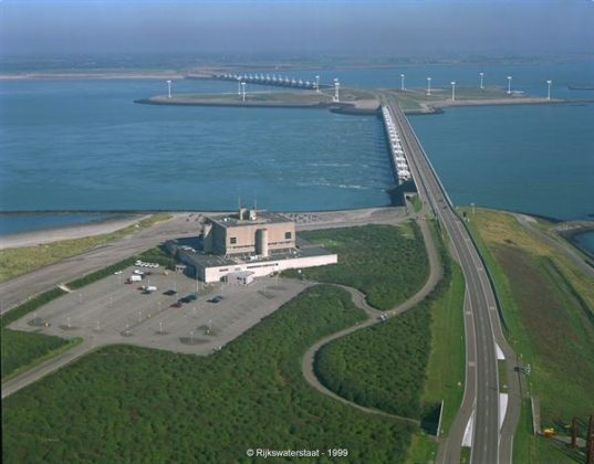 Uitkraging van radartoren Neeltje Jans komt in vorm met klimkist