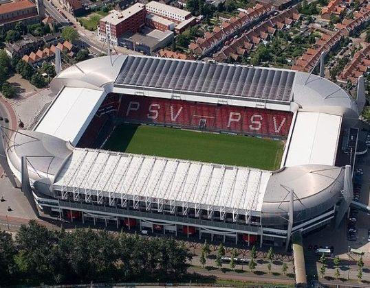 PSV gaat voetballen onder ledlampen