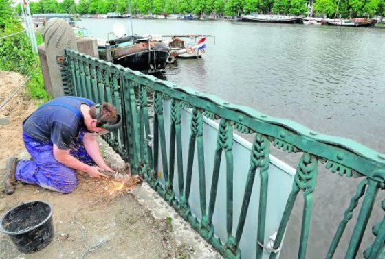 Amsterdam kent zijn bruggen slecht