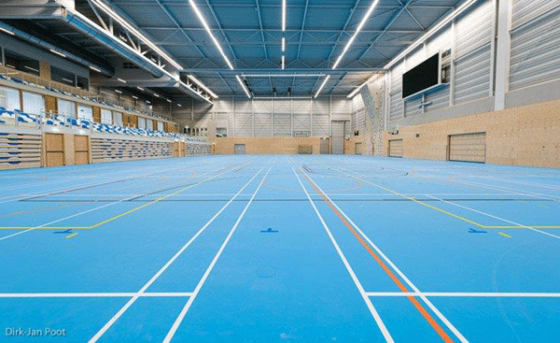 Deventer sport op herverwerkte en op locatie teruggebrachte vloer