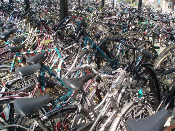 Aanzienlijk meer fietsenstallingen bij stations nodig