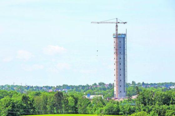 Testtoren voor liften schiet de lucht in