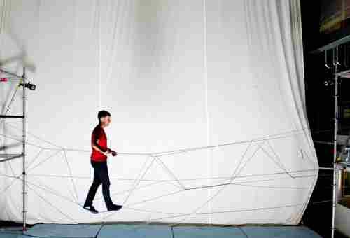 Drones weven in laboratorium draagkrachtige touwbrug