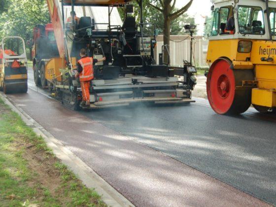 Geluidreducerende asfaltlaag herstelt zelf schade