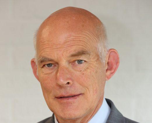 Vice-voorzitter MKB Infra hangt bouwhelm in de wilgen