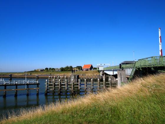 Bij hitte haperende bruggen Afsluitdijk: pompen en koel houden