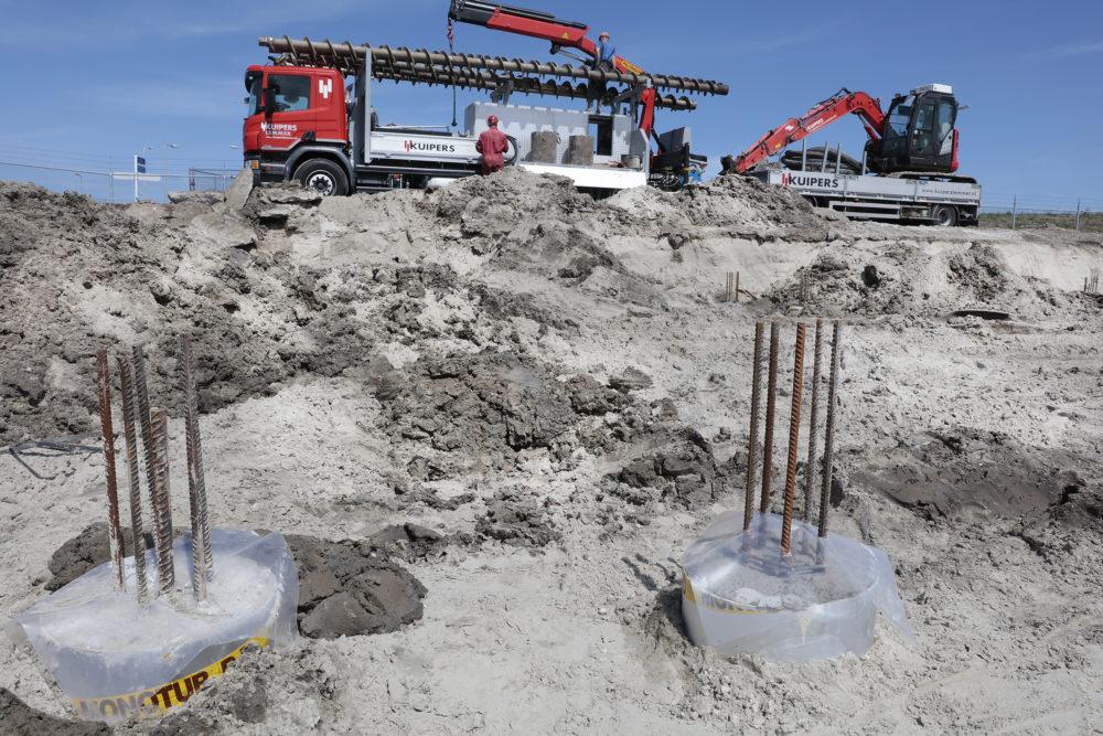 Eerste palen nieuwe Afsluitdijk