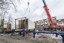 'Verplaatsbare huizen vliegen de fabriek uit'