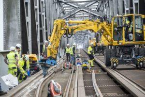 Strukton start met herstel spoorconstructie Moerdijkbrug