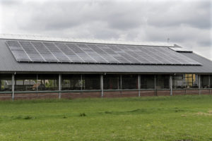 De witte motor op zonne-energie