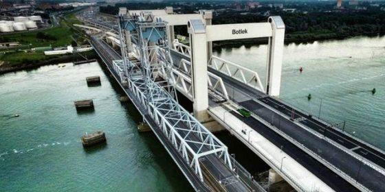 A-Lanes maakt eindelijk ook spoor op Botlekbrug
