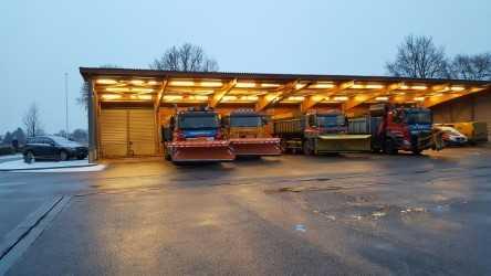 Strooiwagens Rijkswaterstaat rukken uit: op de achtergrond gemor over zoutcontracten