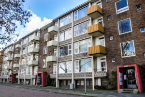 Wapening verroest: balkons flatgebouw Groningen voorlopig verboden terrein