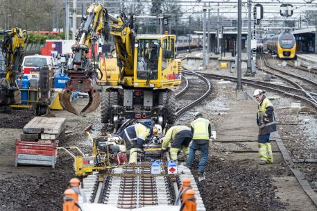Tekort materiaal treft lopende spoorprojecten: wissels te laat in Dordrecht