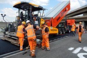 Nooit meer asfalteren: het kan echt met staalvezels en inductie
