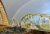 Spoorbrug bij Utrecht bereikt overkant na ophogen waterpeil