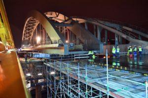 Hulpbrug Utrechtse spoorbrug kon zakkend ponton niet volgen