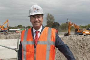 Maxime Verhagen (Bouwend Nederland) en Hans de Boer (VNO-NCW): 'Woningtekort oplossen? Dat begint met extra bouwlocaties'