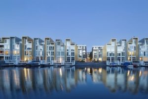 Overal torenkranen: Amsterdam piekt met 7.300 woningen in aanbouw