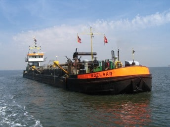 Baggerbedrijf De Boer wint onderhoudscontract haven Harlingen