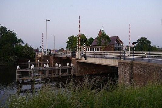 Combinatie VolkerWessels en Hollandia Infra vervangt brug Ouderkerk