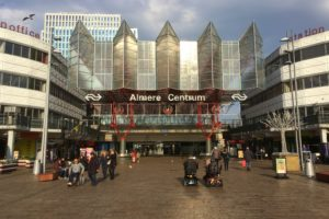 2600 gevaarlijke glasplaten uit perronkap Almere verwijderd