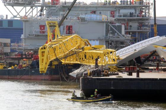Kranen vallen om bij laden brugdeel: vier gewonden (update)