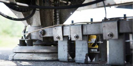 Elke 50 meter knalt 5 ton op het asfalt: Rijkswaterstaat meet draagkracht snelweg