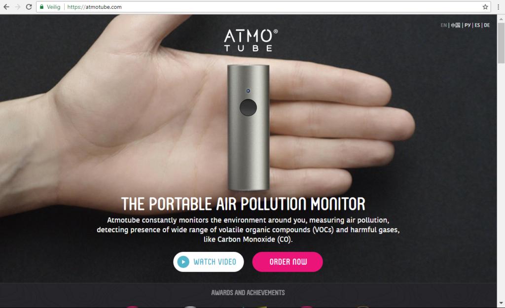 Atmotube: een klein, betaalbaar apparaatje dat de luchtkwaliteit kan meten. Iedereen die een huis koopt, neemt over een tijdje het sensortje mee, verwacht Piet Eichholtz.