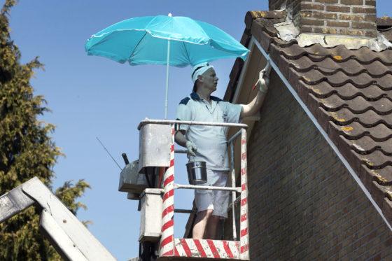 Bouwvakkers vijf keer meer kans op huidkanker: 'Hoog tijd voor verplichte zonnebrand op bouwplaats'