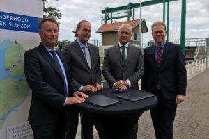 Croon en Hollandia werken achterstallig onderhoud bruggen Flevoland weg: Urkersluis moet als eerste