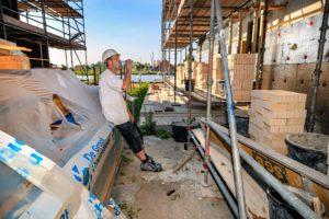 Hitte, kabeltekort en stikstof: bouwproductie daalde in juni met 5 procent