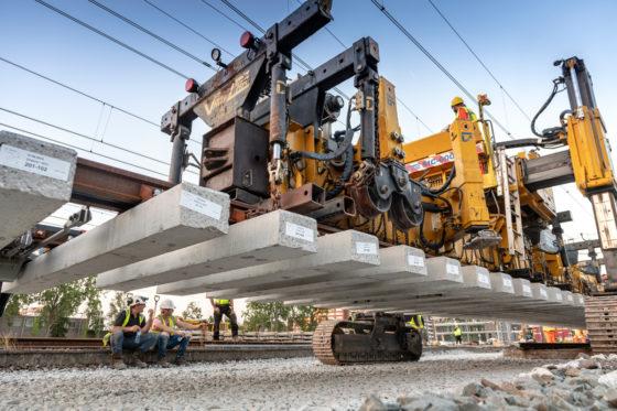 'Wisseltijger' ingezet bij spoor Gouda: Strukton kon las- en kabelwerk overslaan
