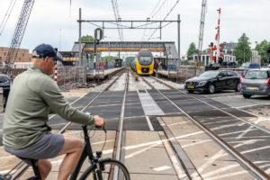 Bijna D-day voor BAM: laatste auto's passeren overweg Driebergen