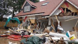 Update: Boze aannemer sloopt rijtje splinternieuwe huizen met waarde van 2,5 miljoen