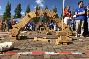 Studenten stapelen brugoverspanning van 152 cm