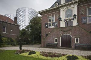 Twijfels over bouwkundige staat gemeentehuis Halfweg na graafwerkzaamheden